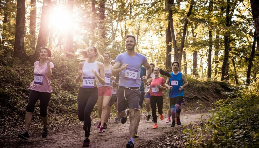 LØPE MARATON: Har du lyst til å trene deg opp til maraton er et tips å skaffe seg en løpegruppe, for å holde motivasjonen oppe. FOTO: Getty Images.