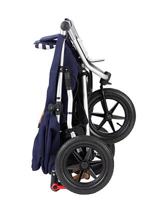 Vognen veier 11,5 kg, og er 10,5 cm kortere enn forgjengeren. . Fold vognen enkelt sammen med én hånd, og chassis låses automatisk for enkel inn- og utlossing i bilen.