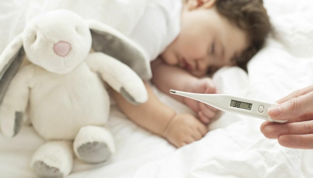 PARACET TIL BABY: Rådfør deg med helsepersonell, og les nøye på pakningsvedlegget før du gir babyen paracet. FOTO: Getty Images.