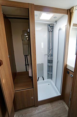 DELIKAT: Etter en lang dags tur, er det lett å ta en dusj i dette innbydende kabinettet. (FOTO: Geir Svardal)