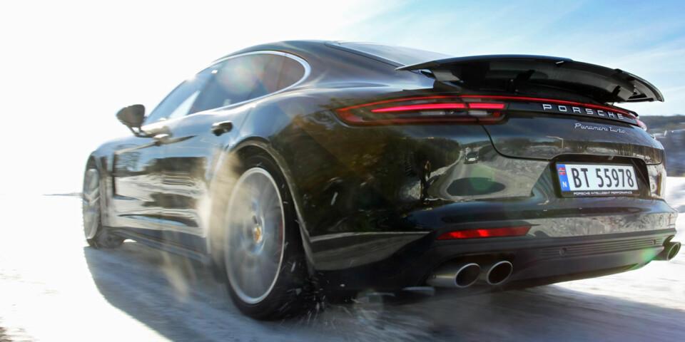 BRUTALT: Porsche Panamera Turbo er avsindig sterk, og ekstremt god til å få kreftene i bakken. (FOTO: Petter Handeland)