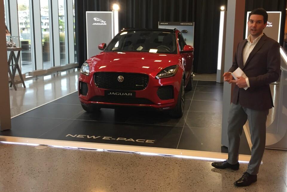 I NORGE: Her viser salgssjef Jacob Moer Aanonsen frem Jaguar E-Pace i Norge. Bilen lanseres offisielt i januar.