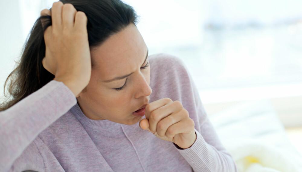 TØRRHOSTE: Det finnes ikke så mye behandling mot tørrhoste, men du kan få bukt med plagene. Her er råd mot tørrhoste. FOTO: Getty Images.