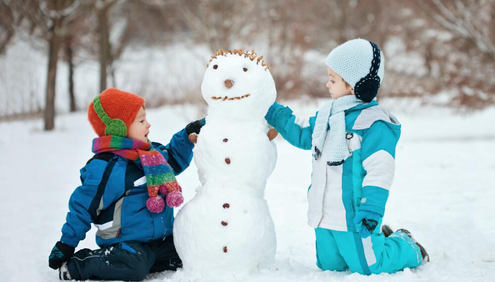 REFLEKS TIL BARN: Når barna er ute og leker på vinteren er det viktig at de synes. Om barnet ikke vil bruke refleks har vi noen kule alternativer dere kan velge mellom her. FOTO: Getty Images.