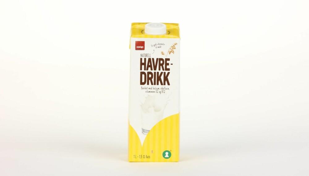 Coop Havredrikk Naturell  Produsent: Oatly AB  Pris: 18 kr  N�ringsinnhold per 100 ml:  Energi: 45 kcal  Fett/hvorav mettet fett: 1,5/0,2 g  Karbohydrater: 6,4 g  Hvorav sukkerarter: 4 g  Protein: 1 g  Kalsium: 120 mg  Vitamin D: 0,49 �g  Vitamin B2: 0,21 mg  Vitamin B12: 0,38 �g  Tilsatt kalsium og vitamin D, B2 og B12. Middels sukkerinnhold, litt protein og greit med kalorier. Ikke glutenfri havre. --------------------------- Oslo/studio 20170622; Klikk.no, Foreldre og Barn, Hjemmet, Shape-Up    Alternativ melk    Oslo/studio 22062017; Klikk.no, Foreldre og Barn, Hjemmet, Shape-Up    Alternativ melk *** Local Caption *** Coop Havredrikk Naturell  Produsent: Oatly AB  Pris: 18 kr  N�ringsinnhold per 100 ml:  Energi: 45 kcal  Fett/hvorav mettet fett: 1,5/0,2 g  Karbohydrater: 6,4 g  Hvorav sukkerarter: 4 g  Protein: 1 g  Kalsium: 120 mg  Vitamin D: 0,49 �g  Vitamin B2: 0,21 mg  Vitamin B12: 0,38 �g  Tilsatt kalsium og vitamin D, B2 og B12. Middels sukkerinnhold, litt protein og greit med kalorier. Ikke glutenfri havre. --------------------------- Oslo/studio 20170622; Klikk.no, Foreldre og Barn, Hjemmet, Shape-Up    Alternativ melk    Oslo/studio 22062017; Klikk.no, Foreldre og Barn, Hjemmet, Shape-Up    Alternativ melk