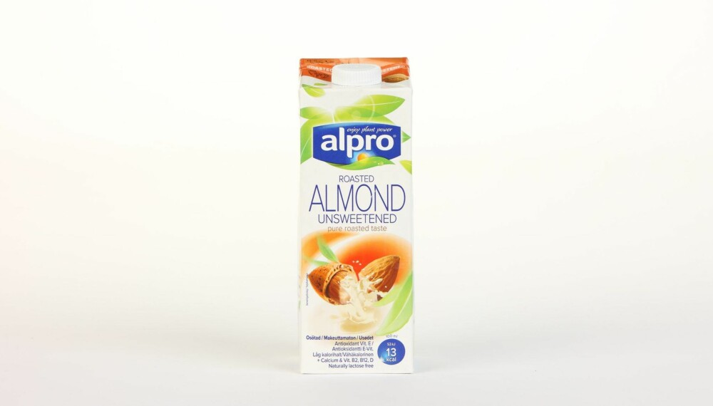 Alpro Almond Unsweetened  Produsent: Alpro C.V.A.  Pris: 34 kr  N�ringsinnhold per 100 ml:  Energi: 13 kcal  Fett/hvorav mettet fett: 1,1/0,1 g  Karbohydrater: 0 g  Hvorav sukkerarter: 0 g  Protein: 0,4 g  Kalsium: 120 mg  Vitamin D: 0,75 �g  Vitamin B2: 0,21 mg  Vitamin B12: 0,38 �g  Tilsatt kalsium og vitamin D, B2 og B12, men ogs� vitamin E. Sv�rt lite kalorier, null karbohydrater og sukker. --------------------------- Oslo/studio 20170622; Klikk.no, Foreldre og Barn, Hjemmet, Shape-Up    Alternativ melk    Oslo/studio 22062017; Klikk.no, Foreldre og Barn, Hjemmet, Shape-Up    Alternativ melk *** Local Caption *** Alpro Almond Unsweetened  Produsent: Alpro C.V.A.  Pris: 34 kr  N�ringsinnhold per 100 ml:  Energi: 13 kcal  Fett/hvorav mettet fett: 1,1/0,1 g  Karbohydrater: 0 g  Hvorav sukkerarter: 0 g  Protein: 0,4 g  Kalsium: 120 mg  Vitamin D: 0,75 �g  Vitamin B2: 0,21 mg  Vitamin B12: 0,38 �g  Tilsatt kalsium og vitamin D, B2 og B12, men ogs� vitamin E. Sv�rt lite kalorier, null karbohydrater og sukker. --------------------------- Oslo/studio 20170622; Klikk.no, Foreldre og Barn, Hjemmet, Shape-Up    Alternativ melk    Oslo/studio 22062017; Klikk.no, Foreldre og Barn, Hjemmet, Shape-Up    Alternativ melk