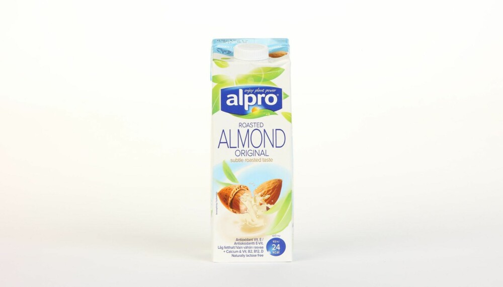 Alpro Almond Original  Produsent: Alpro C.V.A.  Pris: 37 kr  N�ringsinnhold per 100 ml:  Energi: 24 kcal  Fett/hvorav mettet fett: 1,1/0,1 g  Karbohydrater: 3 g  Hvorav sukkerarter: 3 g  Protein: 0,5 g  Kalsium: 120 mg  Vitamin D: 0,75�g  Vitamin B2: 0,21 mg  Vitamin B12: 0,38 �g  Tilsatt kalsium og vitaminene D, B2 og B12, og ogs� med vitamin E. Lite kalorier, men tilsatt litt sukker tilsvarende 1,5 sukkerbit per dl drikke. --------------------------- Oslo/studio 20170622; Klikk.no, Foreldre og Barn, Hjemmet, Shape-Up    Alternativ melk    Oslo/studio 22062017; Klikk.no, Foreldre og Barn, Hjemmet, Shape-Up    Alternativ melk *** Local Caption *** Alpro Almond Original  Produsent: Alpro C.V.A.  Pris: 37 kr  N�ringsinnhold per 100 ml:  Energi: 24 kcal  Fett/hvorav mettet fett: 1,1/0,1 g  Karbohydrater: 3 g  Hvorav sukkerarter: 3 g  Protein: 0,5 g  Kalsium: 120 mg  Vitamin D: 0,75�g  Vitamin B2: 0,21 mg  Vitamin B12: 0,38 �g  Tilsatt kalsium og vitaminene D, B2 og B12, og ogs� med vitamin E. Lite kalorier, men tilsatt litt sukker tilsvarende 1,5 sukkerbit per dl drikke. --------------------------- Oslo/studio 20170622; Klikk.no, Foreldre og Barn, Hjemmet, Shape-Up    Alternativ melk    Oslo/studio 22062017; Klikk.no, Foreldre og Barn, Hjemmet, Shape-Up    Alternativ melk