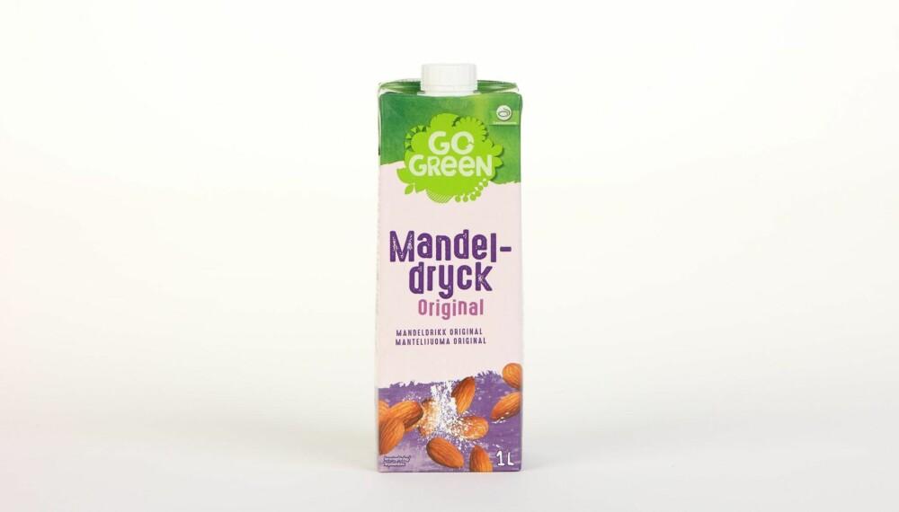 GoGreen Mandeldrikk Original  Produsent: Lantm�nnen Cerealia  Pris: 38 kr  N�ringsinnhold per 100 ml:  Energi: 20 kcal  Fett/hvorav mettet fett: 1,1/0,1 g  Karbohydrater: 2,8 g  Hvorav sukkerarter: 2,5 g  Protein: 0,4 g  Kalsium: �  Vitamin D: �  Vitamin B2: �  Vitamin B12: �  Heller ikke tilsatt kalsium eller vitaminer, men tilsatt sukker tilsvarende litt mer enn en sukkerbit per dl drikke. Lite kalorier. --------------------------- Oslo/studio 20170622; Klikk.no, Foreldre og Barn, Hjemmet, Shape-Up    Alternativ melk    Oslo/studio 22062017; Klikk.no, Foreldre og Barn, Hjemmet, Shape-Up    Alternativ melk *** Local Caption *** GoGreen Mandeldrikk Original  Produsent: Lantm�nnen Cerealia  Pris: 38 kr  N�ringsinnhold per 100 ml:  Energi: 20 kcal  Fett/hvorav mettet fett: 1,1/0,1 g  Karbohydrater: 2,8 g  Hvorav sukkerarter: 2,5 g  Protein: 0,4 g  Kalsium: �  Vitamin D: �  Vitamin B2: �  Vitamin B12: �  Heller ikke tilsatt kalsium eller vitaminer, men tilsatt sukker tilsvarende litt mer enn en sukkerbit per dl drikke. Lite kalorier. --------------------------- Oslo/studio 20170622; Klikk.no, Foreldre og Barn, Hjemmet, Shape-Up    Alternativ melk    Oslo/studio 22062017; Klikk.no, Foreldre og Barn, Hjemmet, Shape-Up    Alternativ melk