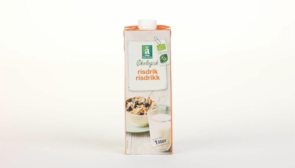 Coop �nglamark �kologisk risdrikk  Produsent: MONA Sojaland GmbH  Pris: 19 kr  N�ringsinnhold per 100 ml:  Energi: 56 kcal  Fett/hvorav mettet fett: 0,7/0,1 g  Karbohydrater: 12 g  Hvorav sukkerarter: 6,5 g  Protein: 0,2 g  Kalsium: 120 mg  Vitamin D: �  Vitamin B2: �  Vitamin B12: �  Mest kalorier av alle drikkene, omtrent alt fra mye karbohydrater og sukker. Pluss for tilsatt kalsium, men ikke tilsatt vitaminer. --------------------------- Oslo/studio 20170622; Klikk.no, Foreldre og Barn, Hjemmet, Shape-Up    Alternativ melk    Oslo/studio 22062017; Klikk.no, Foreldre og Barn, Hjemmet, Shape-Up    Alternativ melk *** Local Caption *** Coop �nglamark �kologisk risdrikk  Produsent: MONA Sojaland GmbH  Pris: 19 kr  N�ringsinnhold per 100 ml:  Energi: 56 kcal  Fett/hvorav mettet fett: 0,7/0,1 g  Karbohydrater: 12 g  Hvorav sukkerarter: 6,5 g  Protein: 0,2 g  Kalsium: 120 mg  Vitamin D: �  Vitamin B2: �  Vitamin B12: �  Mest kalorier av alle drikkene, omtrent alt fra mye karbohydrater og sukker. Pluss for tilsatt kalsium, men ikke tilsatt vitaminer. --------------------------- Oslo/studio 20170622; Klikk.no, Foreldre og Barn, Hjemmet, Shape-Up    Alternativ melk    Oslo/studio 22062017; Klikk.no, Foreldre og Barn, Hjemmet, Shape-Up    Alternativ melk