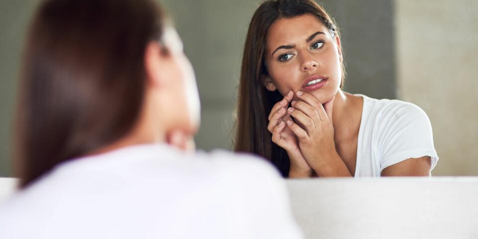 HUDPROBLEMER: Hudproblemer i ansiktet kan ofte skyldes indre faktorer, som allergier og intoleranser. Foto: Gettyimages.com.