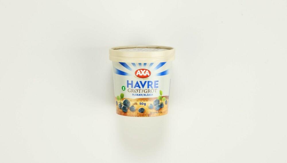 AXA Havregrøt blåbær  Produsent: Lantmännen Cerealia AS  Pris: Kr 11  Mengde tørrvare: 50 g  Næringsinnhold pr. porsjon:   Energi: 180 kcal  Fett/hvorav mettet: 3,1/0,5 g   Karbohydrater: 30 g  Hvorav sukkerarter: 4,7 g   Protein: 5,8 g  Kostfiber: 4,5 g  Salt: 0,3 g  Tilsatt sukker: Ja  Andel havre: 87 %  Denne varianten, tilsatt 6 % blåbær, har middels med sukker og minst protein av alle. Har også lavest energiinnhold og havner i nedre sjikt på mengde fiber. Lite salt.  Terningkast: 3 *** Local Caption *** AXA Havregrøt blåbær  Produsent: Lantmännen Cerealia AS  Pris: Kr 11  Mengde tørrvare: 50 g  Næringsinnhold pr. porsjon:   Energi: 180 kcal  Fett/hvorav mettet: 3,1/0,5 g   Karbohydrater: 30 g  Hvorav sukkerarter: 4,7 g   Protein: 5,8 g  Kostfiber: 4,5 g  Salt: 0,3 g  Tilsatt sukker: Ja  Andel havre: 87 %  Denne varianten, tilsatt 6 % blåbær, har middels med sukker og minst protein av alle. Har også lavest energiinnhold og havner i nedre sjikt på mengde fiber. Lite salt.  Terningkast: 3 --------------------------- Oslo/studio 20170306;  Shape-Up  Hjemmet  Klikk.no  Tester  Havre  Havreblandinger    Oslo/studio 06032017;  Shape-Up  Hjemmet  Klikk.no  Tester  Havre  Havreblandinger