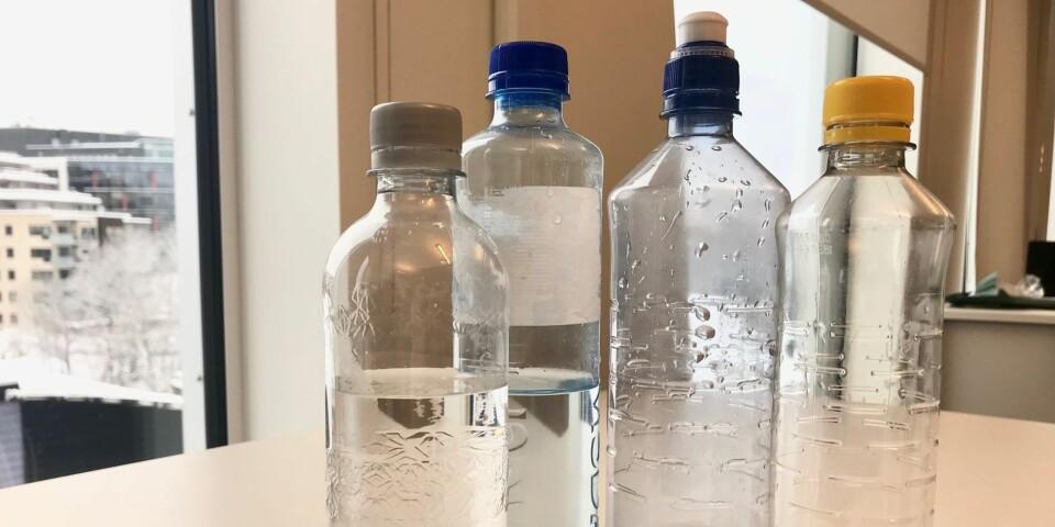 BAKTERIEBOMBE: Bruker du kanskje flaskene om igjen på kontorpulten? FOTO: Hanna Ghaderi