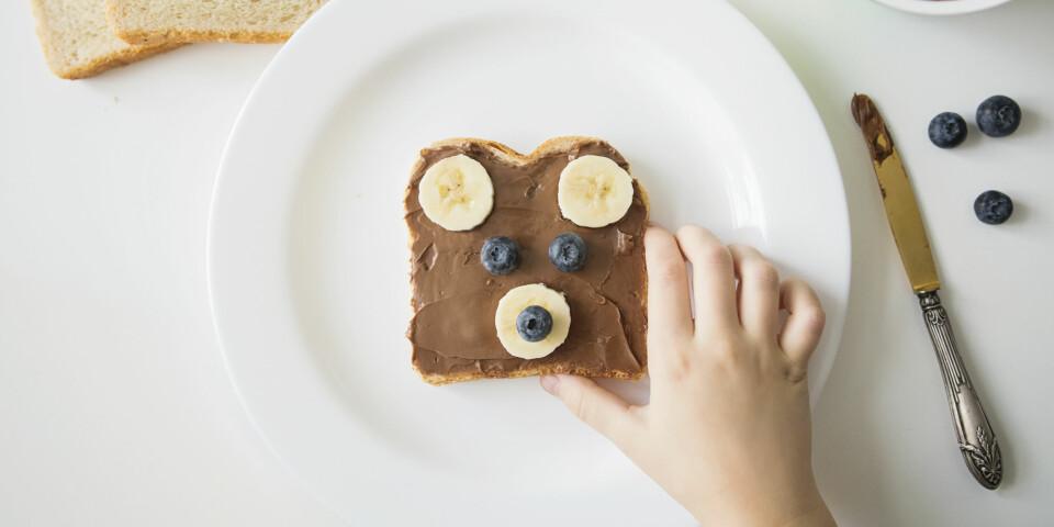OVERVEKT HOS BARN: Ved å bytte ut søte pålegg og andre søtsaker med magrere matalternativer, hjelper du barnet ditt. Foto: Gettyimages.com.
