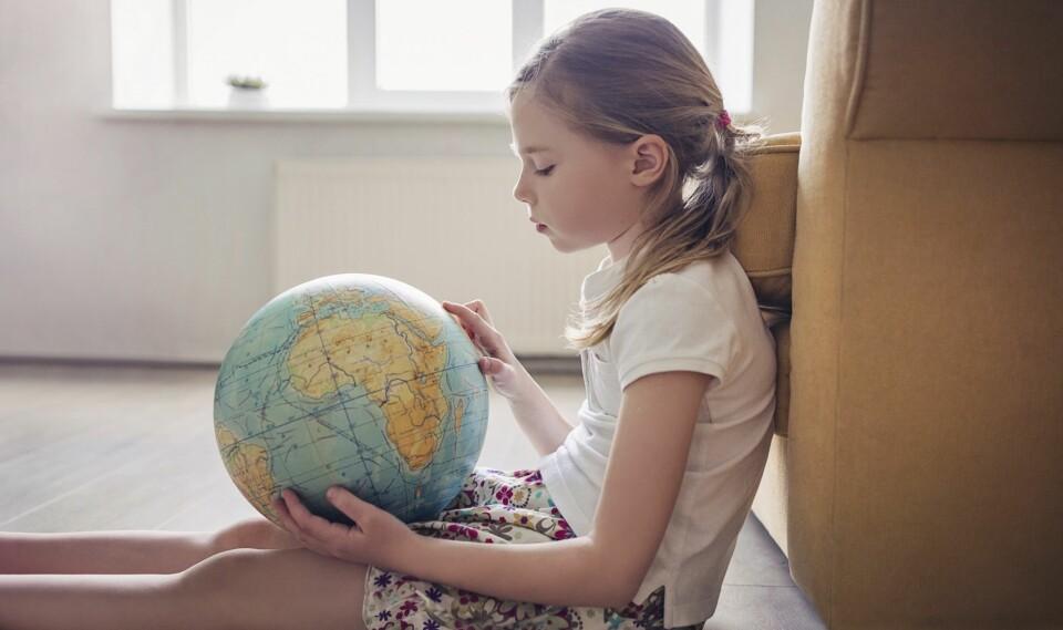 BILLIG FERIE MED BARN: Hvor vil barna i år? Planlegger du godt og i god tid, kan du få både billig charterferie eller byferie sammen med barna. FOTO: Getty Images.