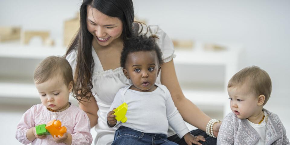 DAGMAMMA: Mange dagmamødre passer flere barn samtidig. FOTO: Getty Images