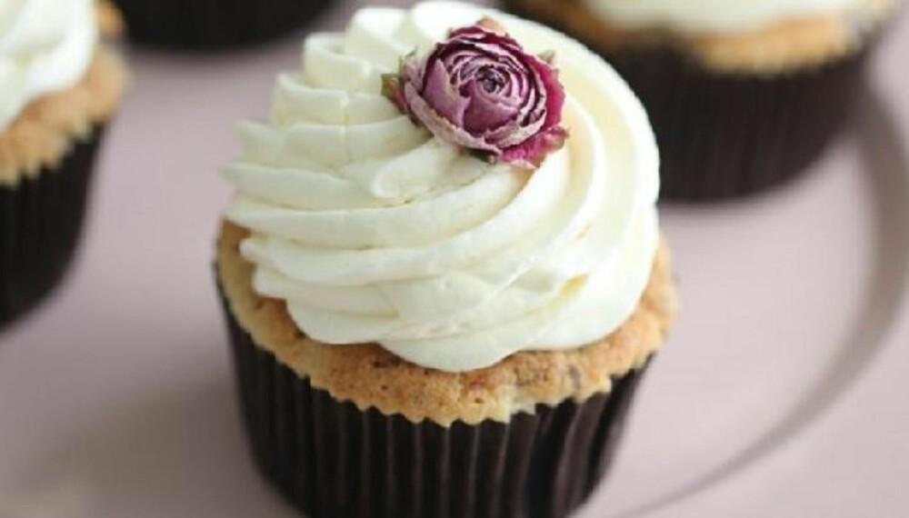 GLUTENFRIE MUFFINS OG CUPCAKES: Glutenfrie banancupcakes med karamellfyll. Heldigvis kan du bake muffins og cupcakes selv om du reagerer på gluten. Foto: Manuela Kjeilen