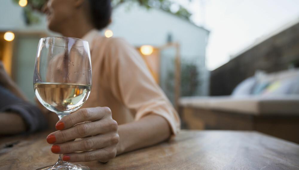 ALKOHOL TIDLIG I SVANGERSKAPET: Mange gravide har drukket alkohol tidlig i svangerskapet, før de visste om graviditeten. Slik kan det påvirke babyen å drikke alkohol som gravid. FOTO: Getty Images.