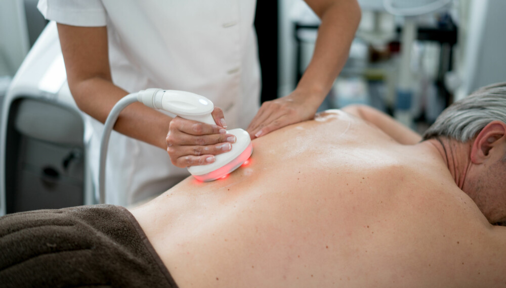 HÅRFJERNING HOS MENN: Flere menn velger å bruke laser til å fjerne hår på ryggen. Foto: Gettyimages.com.
