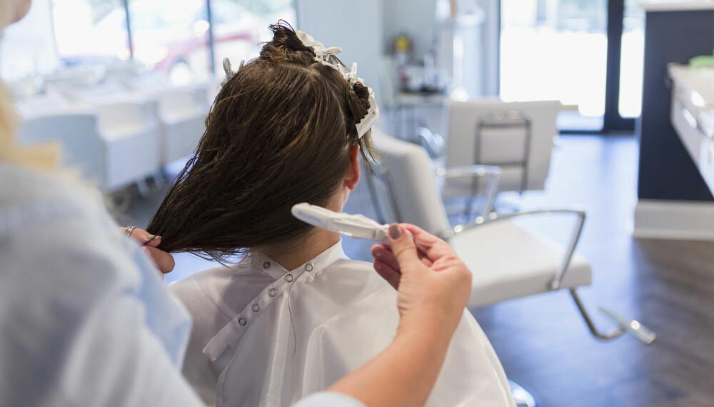 FARGE HÅR UNDER SVANGERSKAPET: De fleste av oss er urolige for å påføre den lille i magen skade når du farger håre, men er det egentlig farlig å farge håret når du er gravid? FOTO: Getty Images