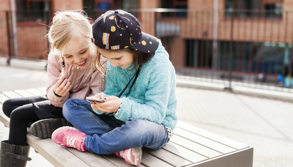 BARN OG SOSIALE MEDIER: Til tross for at aldersgrensen er satt til 13 år i de fleste sosiale medier-kanalene, brukes plattformene av mange mindreårige. Foto: Gettyimages.com.