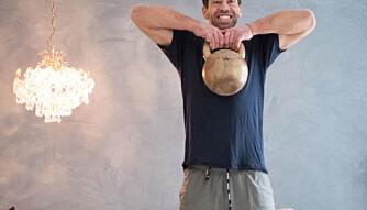 Øvelse 2: Knebøy med opptrekk med kettlebell