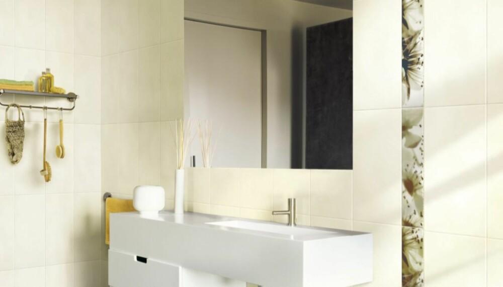 STORE FLISER: Store fliser gir bedre romfølelse og store speil gjør at rommet virker større enn det er.