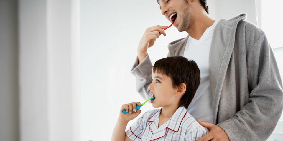 FLUOR: Tannhelsen er blitt betydelig bedre etter at fluortannkremen gjorde sitt inntog i de tusen hjem. Man skal allikevel være litt forsiktig. Spesielt barn skal kun bruke små mengder med tannkrem. FOTO: Getty Images