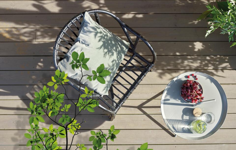 Bygg stemning med varme, gyldne nyanser. Denne terrassen er beiset i fargen 1017 Sommertid.