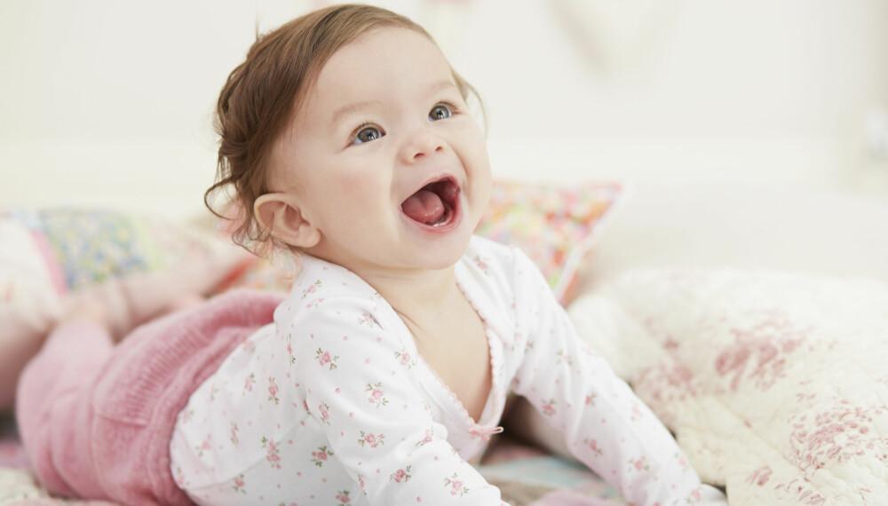BABY 8 MÅNEDER: I denne perioden blir den før så tillitsfulle babyen plutselig redd for fremmede. Foto: Gettyimages.com.