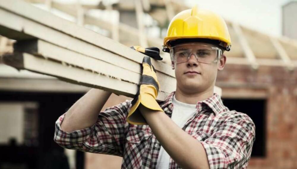 SVART ARBEID: I 2014 var snekker- og tømrerarbeid de arbeidet som i størst grad gjøres av svart arbeidskraft, ifølge en spørreundersøkelse. Foto: Thinkstockphotos