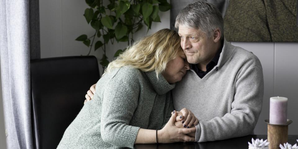 HAAKON DØDE AV MDMA: Mona og Arne Bratland opplevde alle foreldres mareritt og mistet sin sønn til det narkotiske stoffet MDMA. Nå ønsker det å fortelle sin historie. Foto: Charlotte Wiig