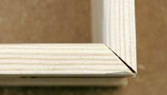 INNVENDIGE HJØRNER: Kapp slik at du får litt glis i bakkant. Da fanger du opp skjeve vinkler.