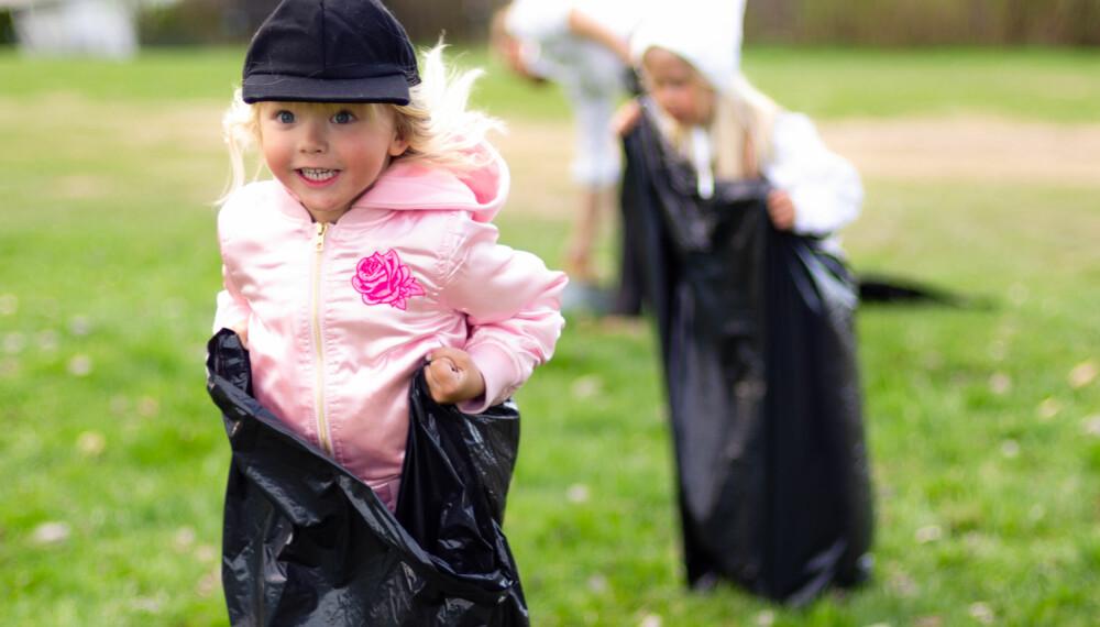 POTETLØP OG SEKKELØP: Både potetløp og sekkeløp kan lekes som stafetter hvis det er mange som ønsker å delta. FOTO: Tanja Reine