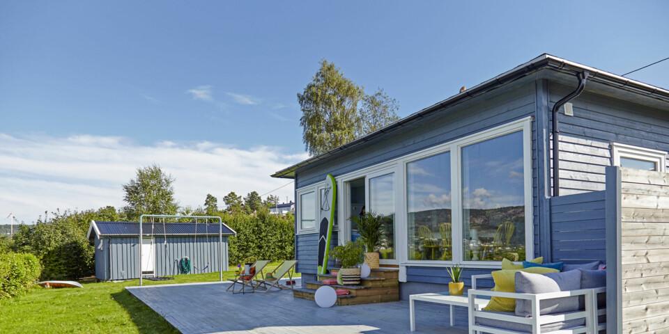 PUSSE OPP HYTTE; Ny fasade: Den totalrenoverte hytta ble malt i nøyaktig samme blånyanse som den tidligere familiehytta i Kragerø, som Elisabeth var så glad i.
