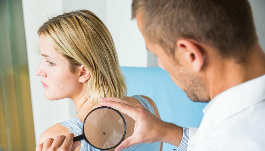 FØFLEKKREFT: Hudkreft er en av de kreftformene som er enklest å behandle og hvor en stor andel av de som rammes blir helt friske. En utfordring er imidlertid at kjennskap til symptomene på hudkreft blant befolkningen er mangelfull, og dette fører til at mange kan gå glipp av en viktig tidlig diagnose.
