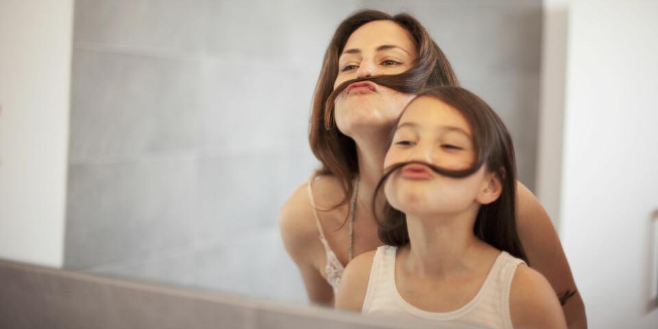 KROPPSPRESS HOS BARN: Det er ikke alltid så hyggelige tilbakemeldinger vi gir oss selv, og dessverre preges også datteren eller sønnen vår av hvordan vi oppfører oss mot oss selv. FOTO: Getty Images
