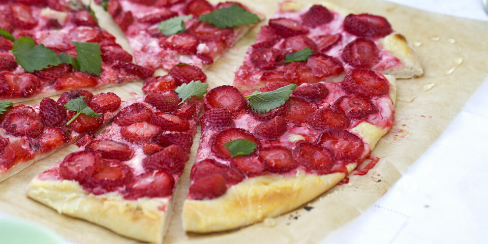 NY: Pizza med jordbær er en annerledes måte å lage sommerkake på. Prøv, da vel! Foto: Nadin Martinuzzi