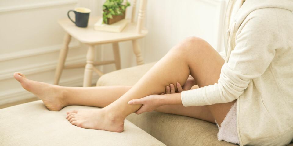 VANN I KROPPEN: Dersom du går opp i vekt, kan du få hovne bein og ankler. Men hevelsen kan også skyldes sykdom. Foto: Getty Images