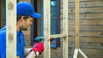 STENDERVERK: Uansett om du velger byggesett eller løpemeter, så er det viktig at konstruksjonen er solid og monteres godt sammen. Bruk av skruer vil gi det beste resultatet, og enklere dersom man må demontere.