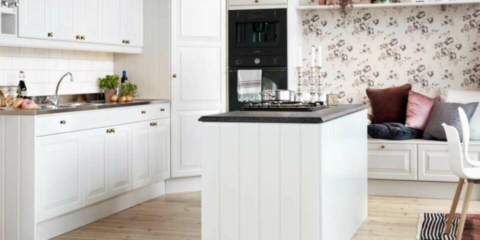 ÅPEN KJØKKENLØSNING: En frittstående øye er en sosial måte å utnytte kjøkkenet på. Foto: Drømmekjøkkenet.