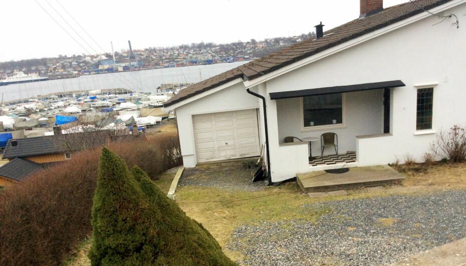 FASADEFORANDRING: Døren var før plassert til høyre i det overbygde uterommet. Huset ligger på Jeløya, utenfor Moss.