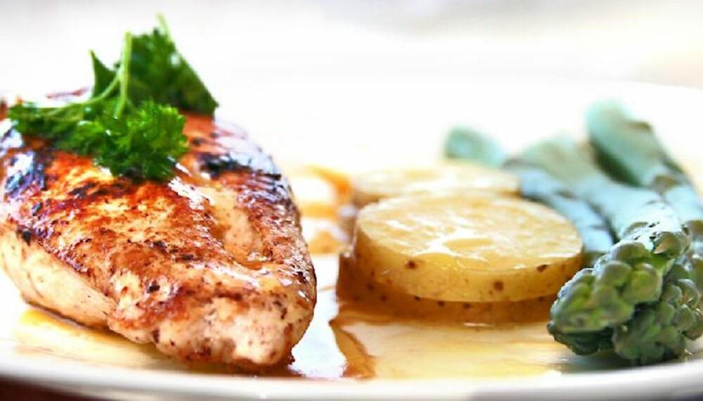 DEILIG: Kylling med asparges og nypotetsalat.
