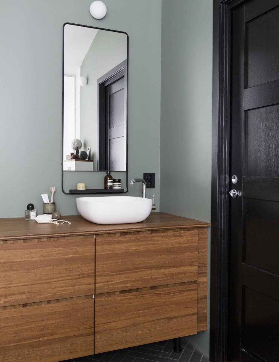 NY: Innredning på badet er ny og plassert på motsatt vegg av badekaret..