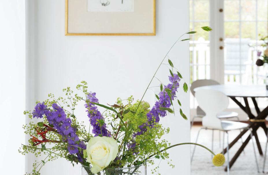 PATRISIERVILLA: Nadia Lassen sin nye patrisiervilla i København er bygget slik at dagslys strømmer inn fra alle retninger. Fra kjøkkenet er det fri sikt inn i spisestuen.