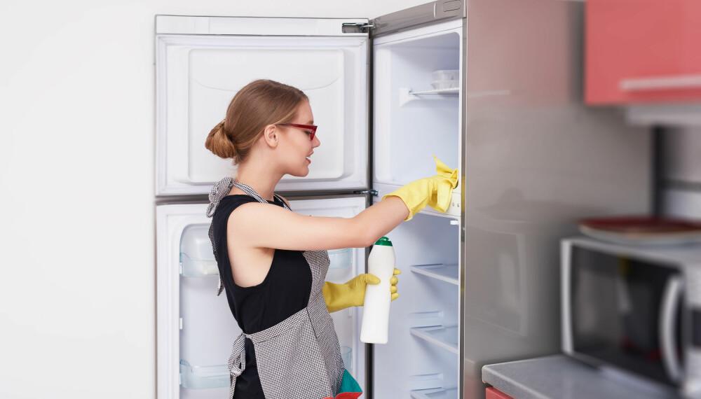 VASKE KJØLESKAP: Kjøleskapet må rengjøres både regelmessig og ved behov.