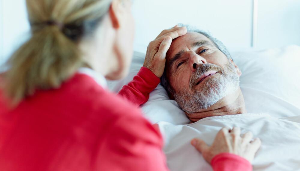 SYMPTOMER PÅ HJERNESLAG: Vanligvis er en hodepine ufarlig, men hvis du også mister evnen til å snakke, bør du kontakte lege. I slike situasjoner er det viktig for alle som er i nærheten å handle raskt.