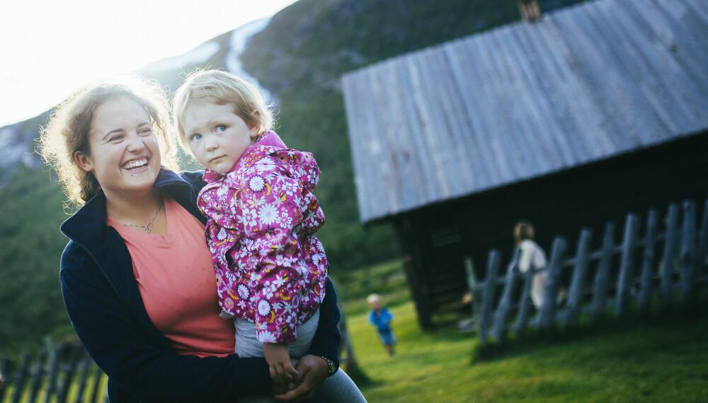 VAKRE DAGER PÅ SOTA SÆTER: Sota Sæter er et DNTs aller vakreste og mest barnevennlige anlegg. Det er lett å skjønne at små og store trives på Sota! Her har det vært seter i 100. Sota byr på gode   mattradisjoner, badstu og natur- og kulturstier,   og er et flott sted å være i flere dager. Den ligger i Breheimen ved Jostedalsbreen.