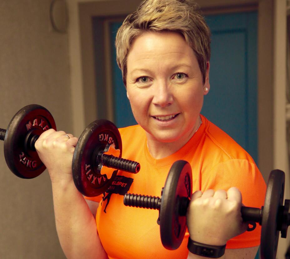 """TRENING VIKTIG FOR LIVSKVALITETEN: Irene elsker å trene, og merker hvor viktig det er for en best mulig hverdag. Hun trener styrke hjemme, løper ute - samt driver den frivillige treningsgruppen """"Sterk moro"""", et lavterskeltilbud til alle."""