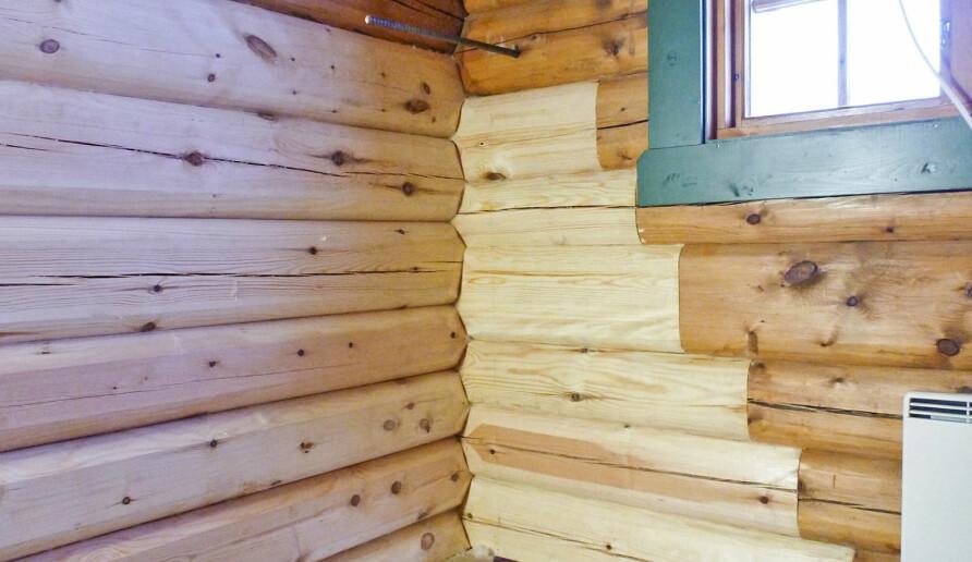 STORE SKADER: Når det er omfattende råteskader, er det like godt å fjerne gulv, bjelkelag og grunnmur. Da er det enklere å komme til og reparere de råtne delene i veggen. Reparasjon av en slik vegg er et avansert puslespill. Når reparasjonene er ferdige, kan mureren lage ny grunnmur og nytt gulv komme på plass.
