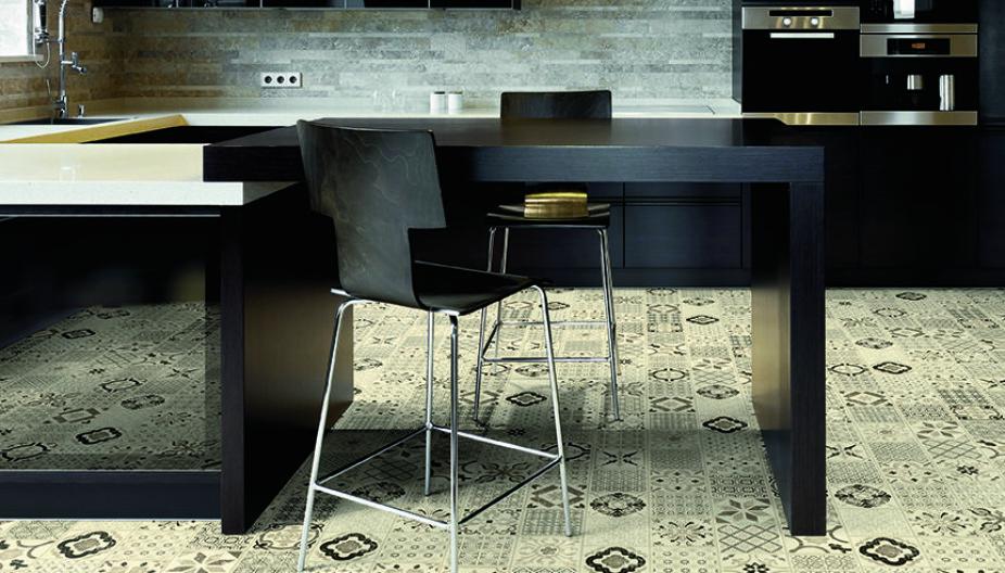 GULVBELEGG: Vinyl- og linoleum har ulike bruksområder. Vinylgulv er perfekt for rom som skal tåle litt fuktighet. Linoleum anbefales gjerne til stue og soverom. På kjøkkenet er klikkvinyl blant annet populært.